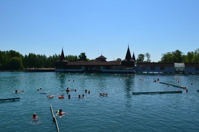 Крытые купальни. Озеро Хевиз