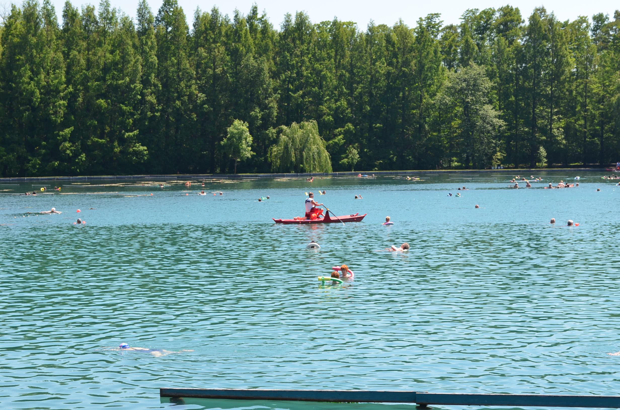 Хевизское озеро. Спасатель