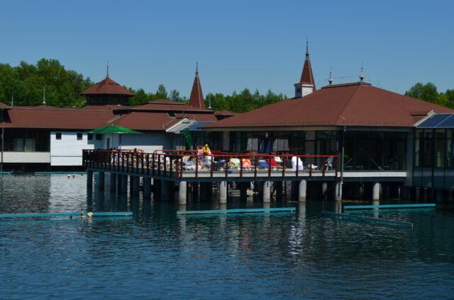 Хевизское лечебное озеро. Lounge в главном корпусе