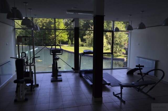 Фитнес зал на озере