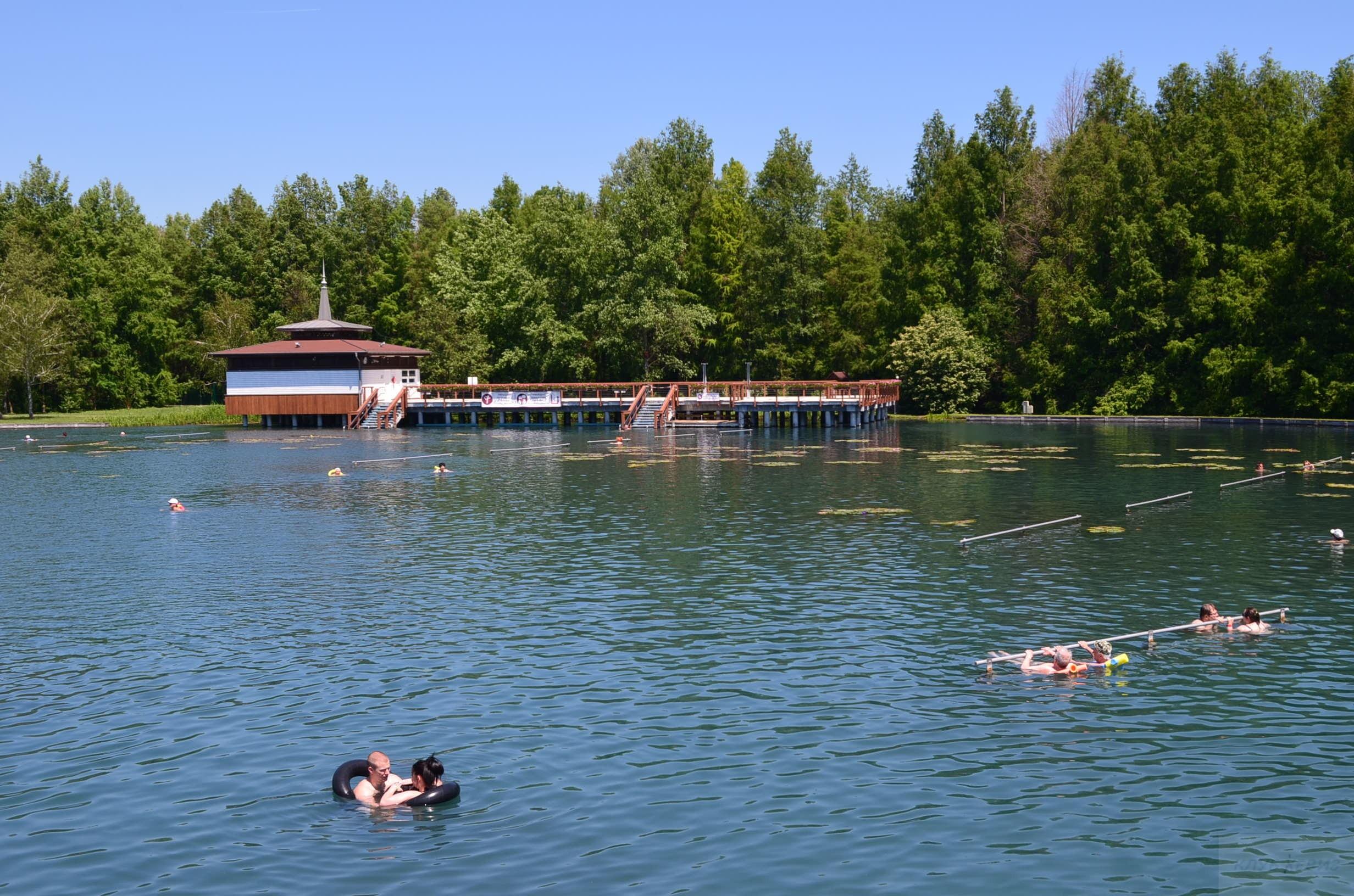 Хевиз озеро. Фитнес площадка.