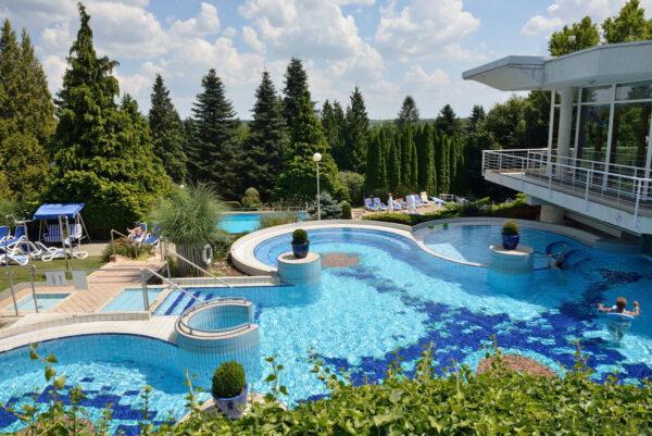 Отель в Хевизе 4 звезды с бассейном