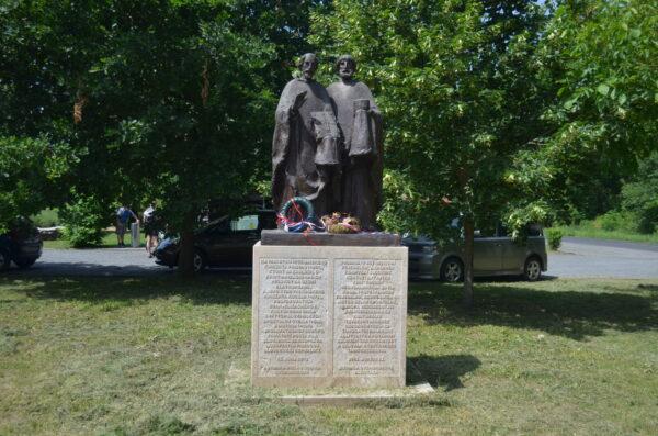 Памятник Кириллу и Мифодию в Залаваре