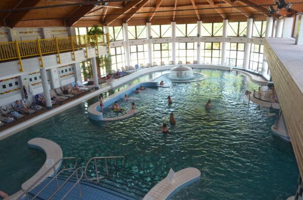 Главный крытый бассейн в Залакароше